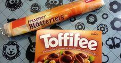 """Super einfach und """"böse"""" lecker! :-) Zutaten: frischer Blätterteig 1 Pck. Toffifee Viel Spaß beim Geni..."""