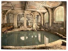 Roman Baths and Abbey, Circular Bath, Bath, England