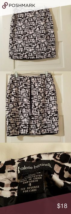 Black and white patterned skirt. Size 4. About 16 in across the waistband. About 18 in across the butt. About 19 in Long. Zips in the back. Has a small kick pleat. Excellent condition. No signs of wear. Has a silk lining. Zipper functions perfectly. Valerie Bertinelli Skirts