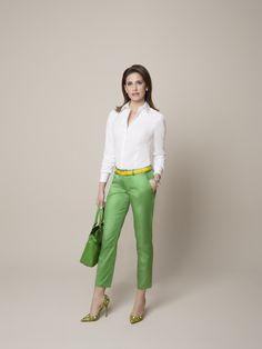 Ein farbiger Trend, an dem man nicht vorbeikommt! Bunte #Hosen sind auch diese Saison ein Must-have. Die knallgrüne #DOLZER Hose nach Maß können Sie entweder mit der Nichtfarbe Weiß kombinieren oder Sie wählen explosive Farben – für mutiges Colour Blocking.