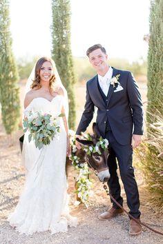This Rustic Chic Wedding is Love at First Sight #rusticwedding #rusticchic #https://ruffledblog.com/rustic-chic-arizona-wedding/