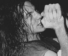 Our gorgeous Eddie Vedder Jeff Ament, Matt Cameron, Pearl Jam Eddie Vedder, Grunge Boy, Human Art, Good Looking Men, Mtv, Rock Bands, In This World