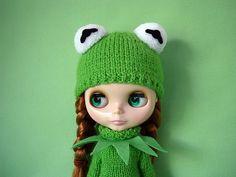 AWW she is sooo cute.I have to make a Kermit costume!
