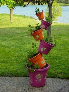 1000 images about topsy turvy planter ideas on pinterest for Como decorar un jardin con macetas