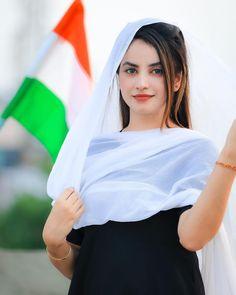 Beautiful Girl Photo, Simply Beautiful, Cute Asian Girls, Cute Girls, Holi Girls, Independence Day Special, India Beauty, Girl Photos, Beauty Women
