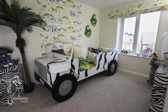 Safari bedroom- 4 bedroom townhouse show home. safari bed, jungle theme