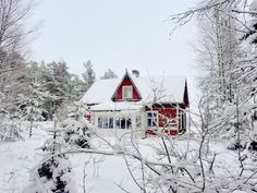 Old villa & winter in archipelago Cute Little Houses, Archipelago, Cottages, Fishing, Villa, Cabin, Architecture, House Styles, Winter