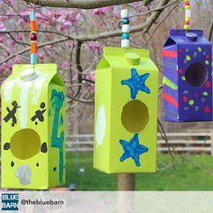 Simple orange juice carton bird houses today in the barn as we kick off earth week. Recycled Crafts Kids, Fun Crafts For Kids, Diy For Kids, Bird Crafts, 4 Kids, Cool Art Projects, Projects For Kids, Fest Des Fastenbrechens, Birdhouse Craft