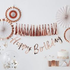 Loving a rose gold party theme? mix with the rest of our Rose Gold Pick & Mix range for a beautifully stylish set up! Décoration Rose Gold, Rose Gold Theme, Rose Gold Foil, Birthday Garland, Girl Birthday Decorations, Gold Birthday Party, Rose Gold Party Decorations, 30th Birthday, Party Garland