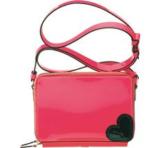 Katie Grand Love Hogan http://www.vogue.fr/mode/shopping/diaporama/rose-shocking/12470/image/741093#katie-grand-love-hogan