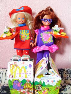 Happy Meal Stacie and Whitney. I had Whitney, Todd, and Janet. My friend Sara had Stacie. Barbie 90s, Barbie World, Childhood Memories 90s, Childhood Toys, Vintage Barbie, Vintage Toys, Barbie Sisters, Back In The 90s, Poppy Parker