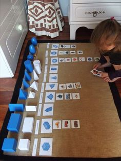 Les solides géométriques (4) Maria Montessori, Montessori Kindergarten, Montessori Classroom, Montessori Activities, Preschool, Geometric Solids, Cute Kids Crafts, Math Measurement, Montessori Materials