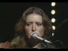 ▶ Bonnie Raitt - Angel from Montgomery (live) - YouTube