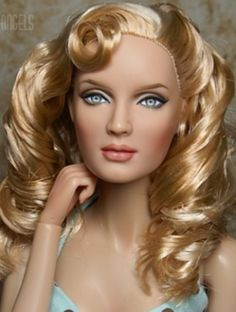 About Uma Thurman: Hairstyle by Laurie Leigh.Repaint by Tracey Weston.