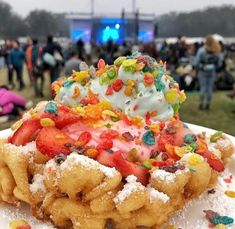 Funnel cake with toppings Tasty, Yummy Food, Cake Toppings, Food Cravings, Sweet Tooth, Deserts, Cooking, Recipes, Funnel Cakes