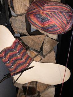 Sabrinamuster – Awesome Knitting Ideas and Newest Knitting Models Crochet Bows Free Pattern, Crochet Ruffle, Easy Crochet Patterns, Love Crochet, Knitting Patterns, Baby Bloomers Pattern, Crocodile Stitch, Crochet Elephant, Bobble Stitch