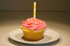 Lemonade Cupcakes #pickyourplum #cupcakeliners #paperstraws