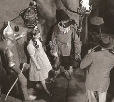 The Woodsman aka ' the Tin Man' (Jack Haley), Dorothy (Judy Garland) and the Scarecrow (Ray Bolger) getting last minute instructions in the Wicked Witch's castle from Director Victor Fleming on the. Wizard Of Oz Movie, Wizard Of Oz 1939, Golden Age Of Hollywood, Classic Hollywood, Old Hollywood, Old Movies, Great Movies, Jack Haley, John Wright