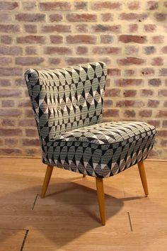 Mid C chair, contemporary print Chair Upholstery, Chair Fabric, Vintage Chairs, Vintage Furniture, Home Decor Furniture, Furniture Design, Single Chair, Mid Century Furniture, Living Room Chairs