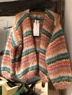 A'poke - Les Tricots Short Cardigan a mano 2019 Knitwear Fashion, Knit Fashion, Mohair Sweater, Knit Cardigan, Cardigan Pattern, Mode Ootd, Mode Outfits, Mode Inspiration, Get Dressed