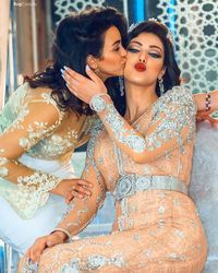 Ideas Dress Hijab Soiree Moroccan Caftan For 2019 Morrocan Dress, Moroccan Bride, Moroccan Caftan, Trendy Dresses, Nice Dresses, Fashion Dresses, Arabic Dress, Arab Fashion, Lace Dress With Sleeves