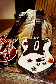 Loving this Guitar cake.....Ty would love it for a rock star party sometime!