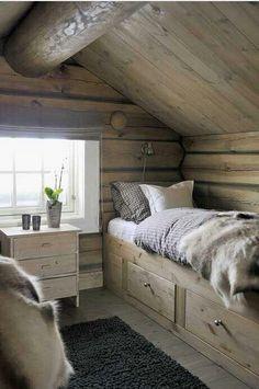 like the cabin beds in my soon to be new swedish home Jurnal de design interior - Amenajarea unei cabane. Cabin Homes, Log Homes, Attic Rooms, Attic Bathroom, Attic Apartment, Attic Bed, Attic Closet, Attic Playroom, Attic Window