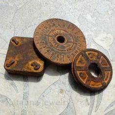 Aprenda a crear una auténtica pátina oxidada en cualquier superficie incluyendo el plástico, la madera, la tela, e incluso papel! ¿Quién sabía???