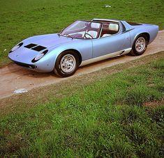 Lamborghini will show the one-off 1968 Miura Roadster concept at Techno Classica Lamborghini Miura, Bugatti, Lamborghini Diablo, Exotic Sports Cars, Classic Sports Cars, Exotic Cars, Classic Cars, Vw Bus, Volkswagen