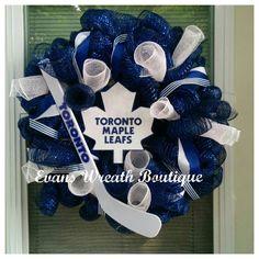 Toronto Maple Leaf Wreath by EvansWreathBoutique on Etsy Hockey Crafts, Hockey Decor, Hockey Room, Montreal Canadiens, Diy Christmas Lights, Christmas Wreaths, Sports Wreaths, Mesh Wreaths, Maple Leafs Hockey