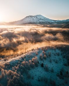 This morning's sunrise at Mt. St. Helens was one for the books [OC] [2200x2750] http://ift.tt/2spBn7c