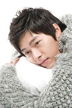 현빈 Hyun Bin ♡ I just to hold him and cuddle him and hug him and kiss him forever and ever! Hyun Bin, Lee Min Ho, Asian Actors, Korean Actors, Sun Lee, Hyde Jekyll Me, Kdrama, Kissing Scenes, Asian Love