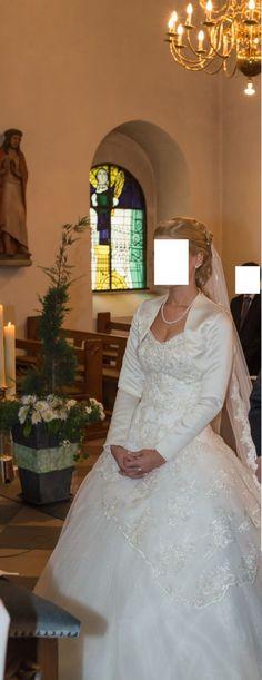 ♥ Hochzeitskleid, Brautkleid, Gr.34-38 inkl. Zubehör! NP 1600Euro ♥  Ansehen: http://www.brautboerse.de/brautkleid-verkaufen/hochzeitskleid-brautkleid-gr-34-38-inkl-zubehoer-np-1600euro/   #Brautkleider #Hochzeit #Wedding