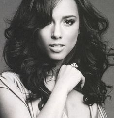 Top 5 Alicia Keys Hairstyles To Try Today — Famous Beautiful Black Women Hair Ideas Alicia Keys, My Black Is Beautiful, Gorgeous Women, Beautiful People, Beautiful Voice, Absolutely Gorgeous, Oprah Winfrey, Avril Lavigne, Illuminati
