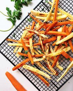 Každý večer přijdete domů a potřebujete něco přichystat k jídlu. Probleskne vám hlavou: jednoduchá levná a rychlá večeře. Tady je na ni inspirace. Carrot Fries, Quesadillas, Hummus, Sweet Potato, Carrots, Side Dishes, Roast, Food And Drink, Diet