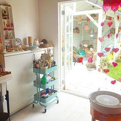 It was a lovely sunny sunday!!! #myhome #studio #veranda #garden (Het was een heerlijke zondag!! Dankjewel voor de vele verjaardagswensen!! ❤️ We hebben zijn verjaardag vanavond afgesloten bij Shabu Shabu, was erg gezellig en nu ga ik op tijd - met zeer volle buik -  naar bed! Volgende week weer een hele week werken. Welterusten!) #myceramic #studiorodekers