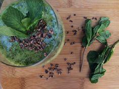Dol op de verfrissende smaak van munt? Dan is deze munt smoothie echt een winner! Bomvol groenten, vitaminen en mineralen én superlekker!