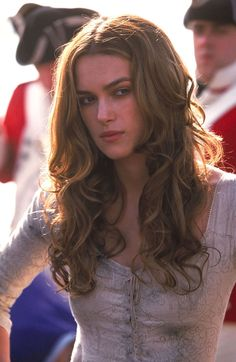 "Keira Knightley as Elizabeth Swann on the set of ""Pirates of the Caribbean: The Curse of the Black Pearl"", 2003 Keira Knightley Pirates, Keira Knightley Hair, Keira Christina Knightley, Kierra Knightly, Hollywood, Pirates Of The Caribbean, Brazilian Hair, Johnny Depp, Weave Hairstyles"