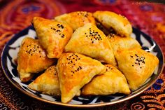 Somsa Samosa Sambusa. I HAVE to try this!!!! If it's even half as good as it looks!