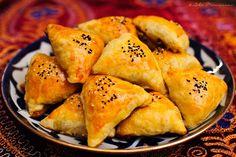 Samosas! Samosas, Empanadas, Seafood Recipes, Snack Recipes, Cooking Recipes, Samosa Recipe, Good Food, Yummy Food, Eastern Cuisine