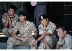 DESCENDANTS OF THE SUN--JIN GOO WITH THE MILITARY CREW