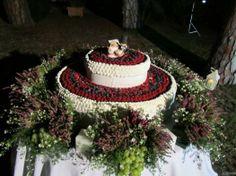 Torta per il #matrimonio ai frutti di bosco Buffet, Wedding Cakes, Table Decorations, Dreams, Home Decor, Wedding Gown Cakes, Decoration Home, Room Decor, Cake Wedding