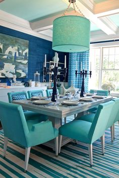 Love the use of color #diningroom tables, chairs, chandeliers, pendant light, ceiling design, wallpaper, mirrors, window treatments, flooring, #interiordesign banquette dining, breakfast table, round dining table, #decorating