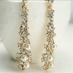 Beautiful Sparkly Pearly Earrings Goldtone Faux Pearls & Rhinestones Studs. Jewelry Earrings