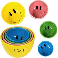 SMILEY FACE MEASURING CUP SET