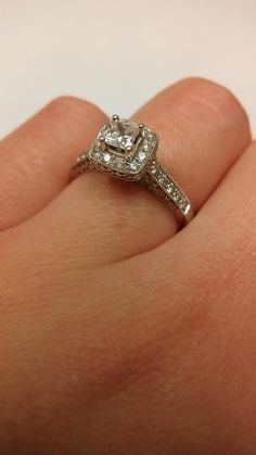 My ring<3 Vintage style, not too big, perfect for me. L0VE