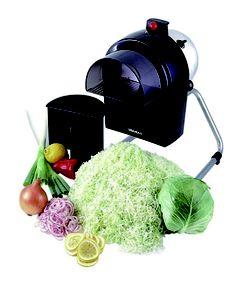 驚くほどのスピードで食品をスライス出来ます。 野菜以外にも、フルーツ、食品全般にご使用頂けます。シンプルな構造で、掃除・メンテナンスが楽です。本体水洗いOK。厚さ調節が0.3~5mmまで可能でありキャベツ5玉を5分程度で1mmにスライスできるおすすめの小型電動野菜スライサーです。