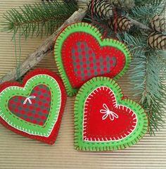 Dekorační vánoční srdíčka Dekorační srdíčka z plsti. Rozměry 10x9 cm Cena je za 3 kusy