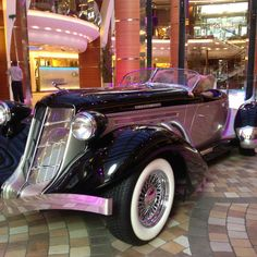 Antique car at Oasis of the Seas ship