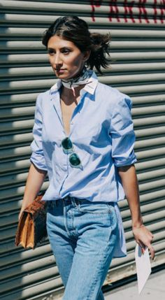 Denim and denim is laid-back yet chic… if done right! We show you how to pull it off  #Mom #Fashion #Spring #Looks #Trends #Streetstyle